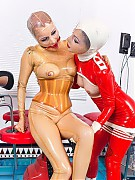 Rubber clinic patient electro shock therapie